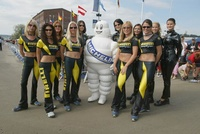 michelin_andpirelli_girls