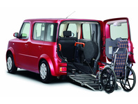 2008-Nissan-Cube-Rear-Angle-Wheelchair