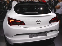 Opel Astra OPC - rear view