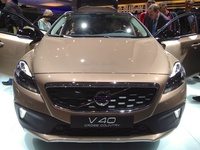 Volvo V40 Cross Country - front view