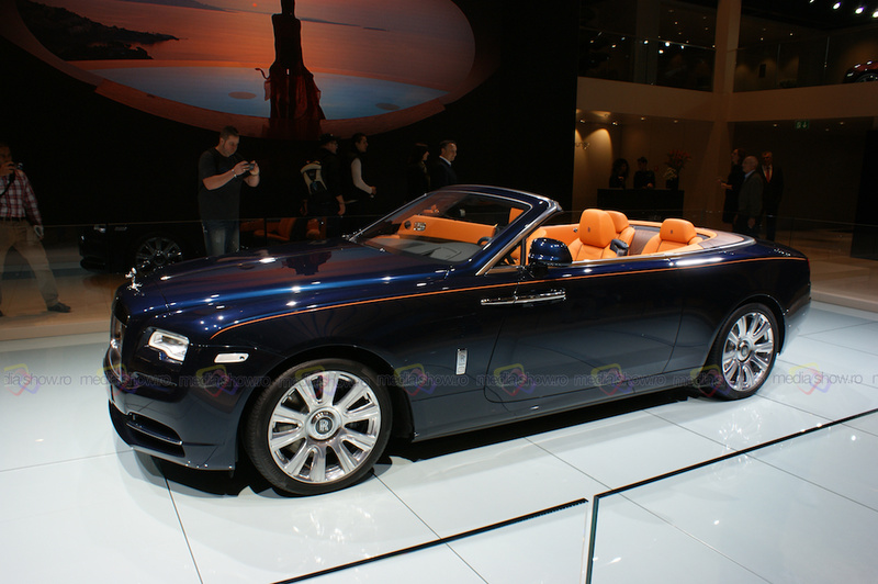 2016 Rolls-Royce Dawn World Premiere - Side View Front Angle