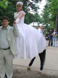bride-with-horse-legs