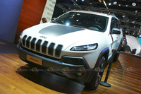 2016 Jeep Cherokee 4x4 - Front Angle View