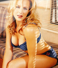 Julie Benz 01