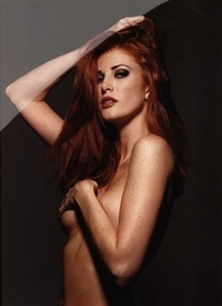 Angie Everhart 02