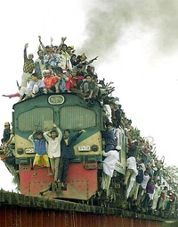 overcrowded-train-india